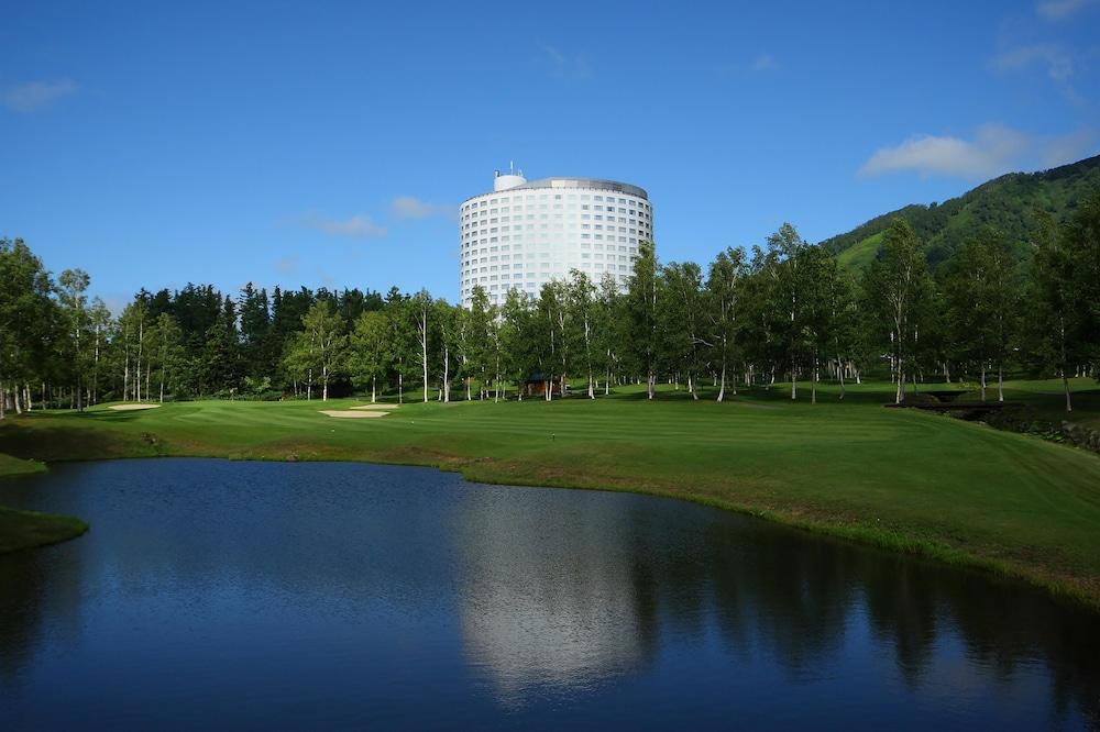 羊蹄山の麓に広がるリゾート「ニセコビレッジ」にあるマウンテンリゾートホテル☆【ヒルトンニセコビレッジ】